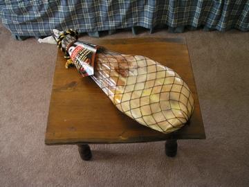 El jamón sobre la mesa